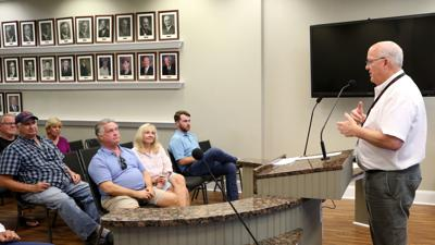 Galveston officials meet with 45th Street residents, business owners
