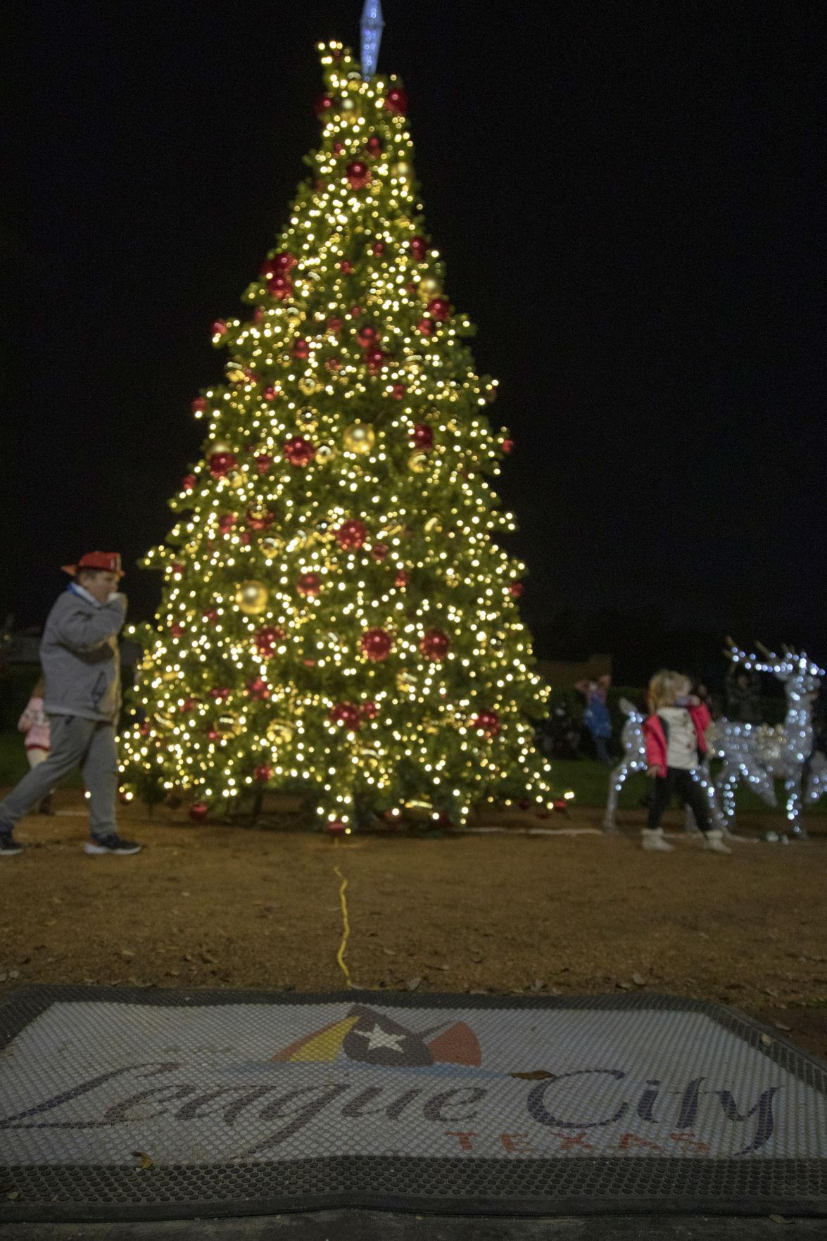 201130-new-lc-treelighting-01