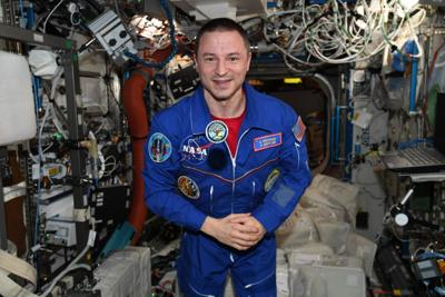 Astronaut sends holiday greetings to Friendswood