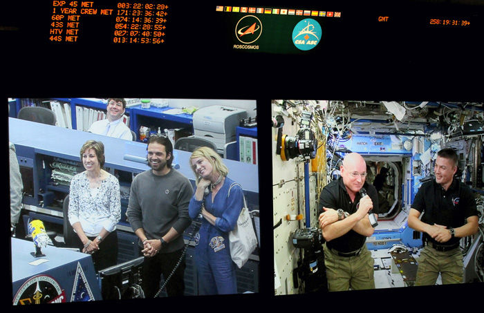 Cast of The Martian visit NASA