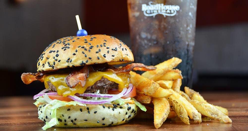 RoadHouse Cinemas hamburger