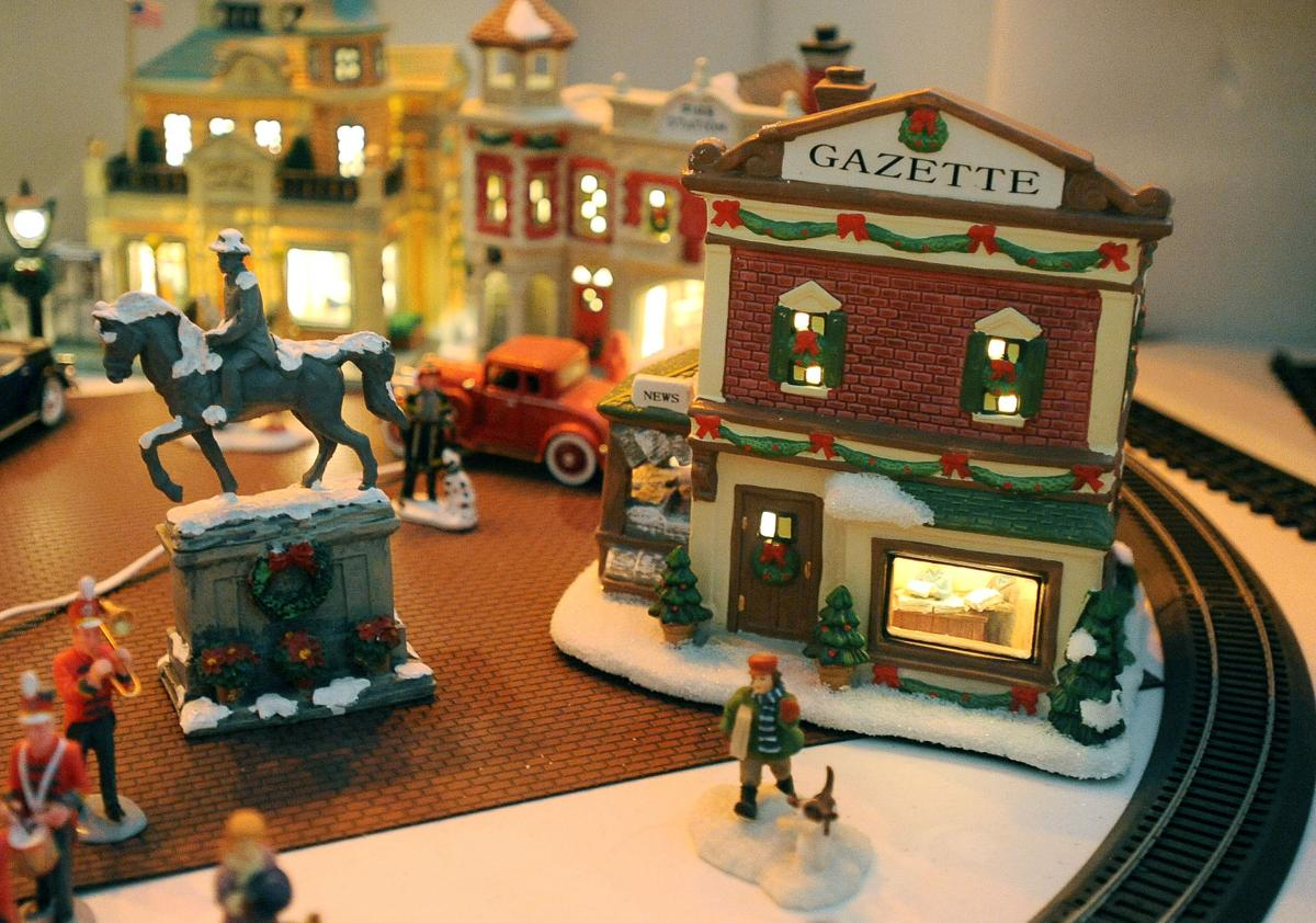 Photos: Year-round Christmas in the family room | Lifestyle ...