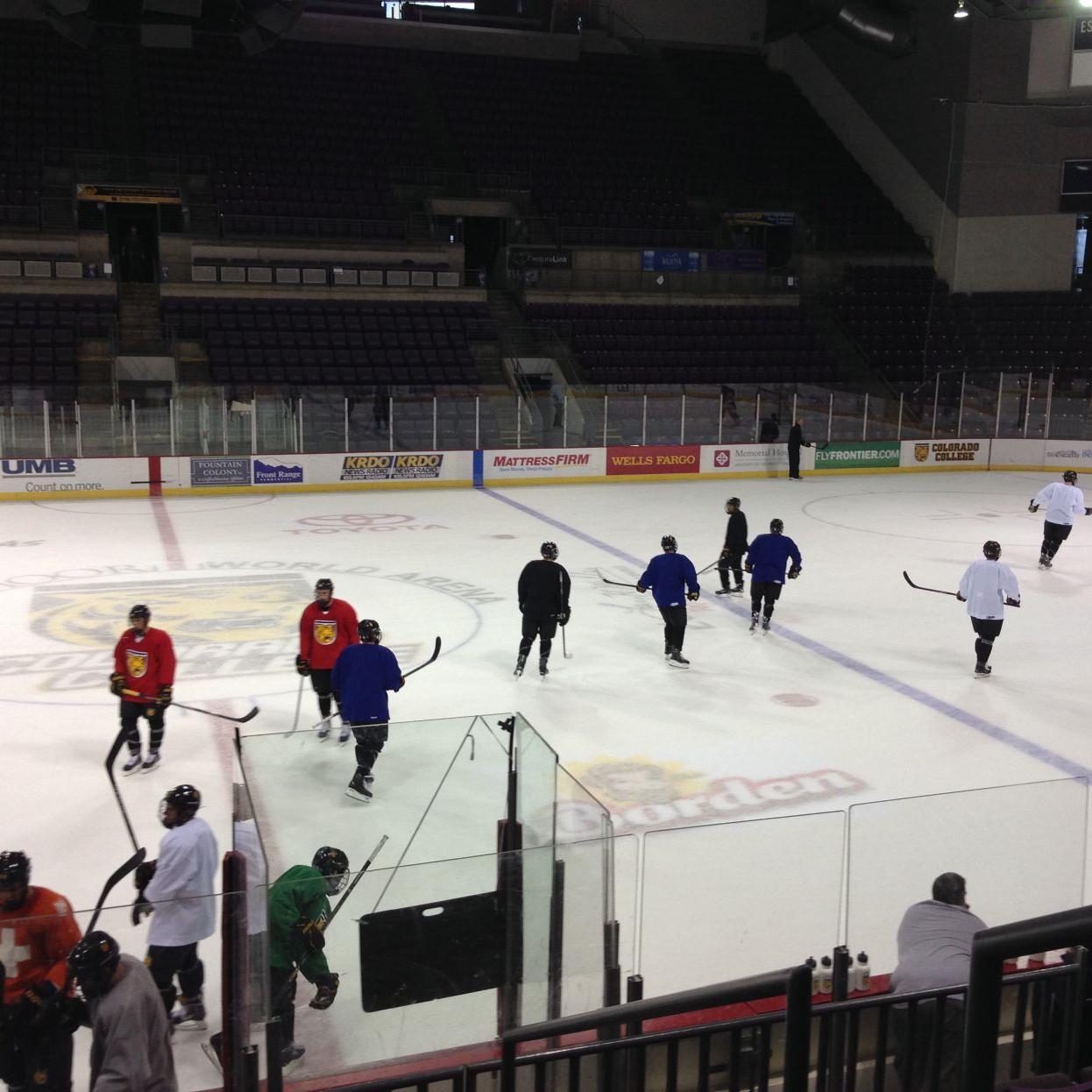 Plenty of chatter in Monday's CC hockey practice | Colorado