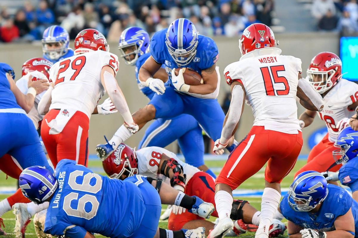 Air Force Falcons bring the heat against Fresno State