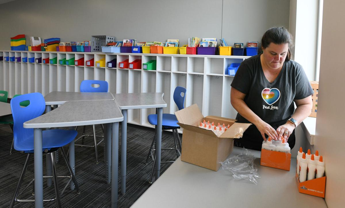 New Academy D-20 elementary school opens as first project-based