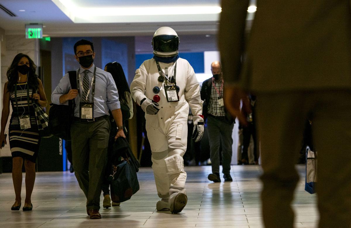 082621-news-spacetourists 01