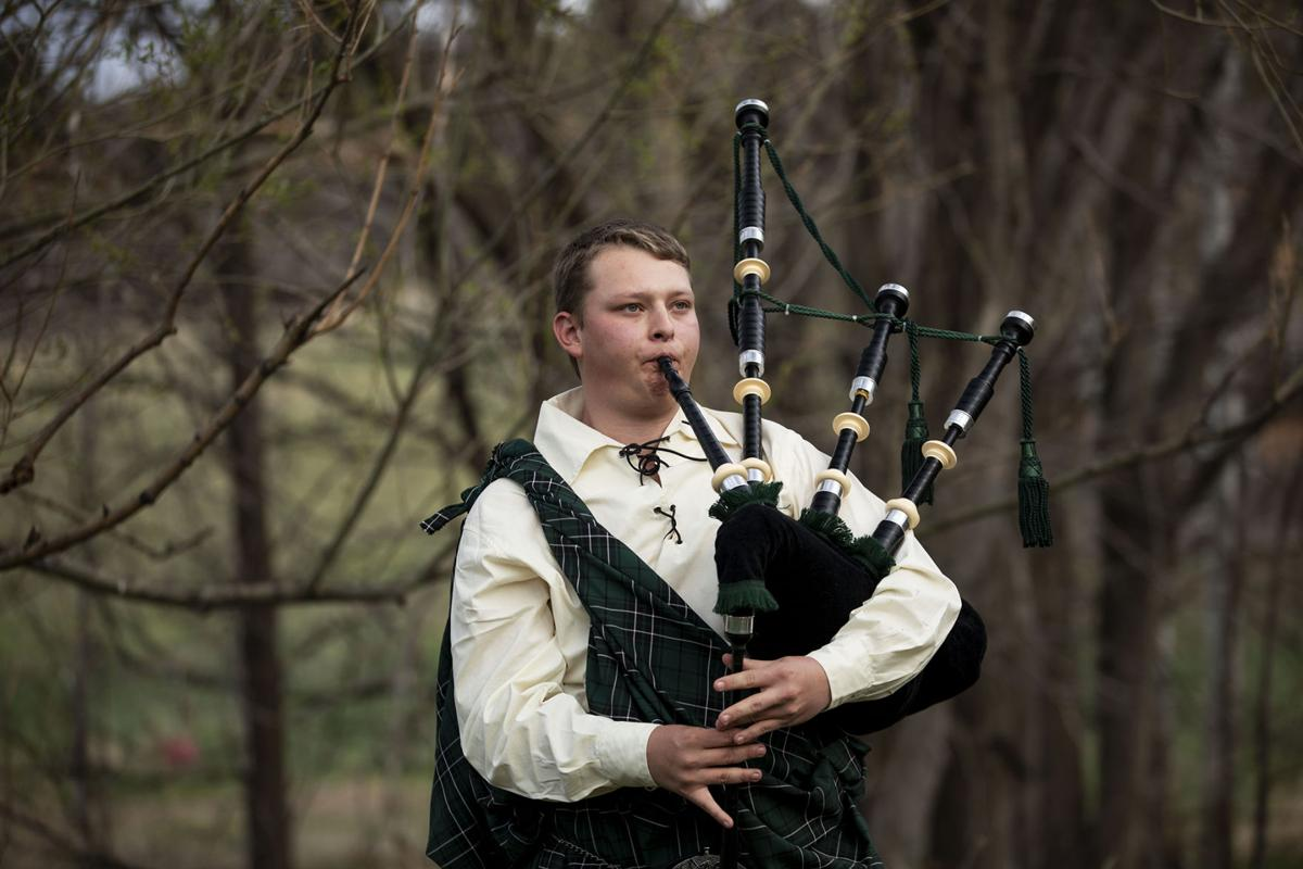 Monument bagpiper plays music for solidarity