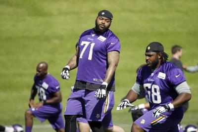 Phil Loadholt to retire after meeting with Vikings officials, per sources