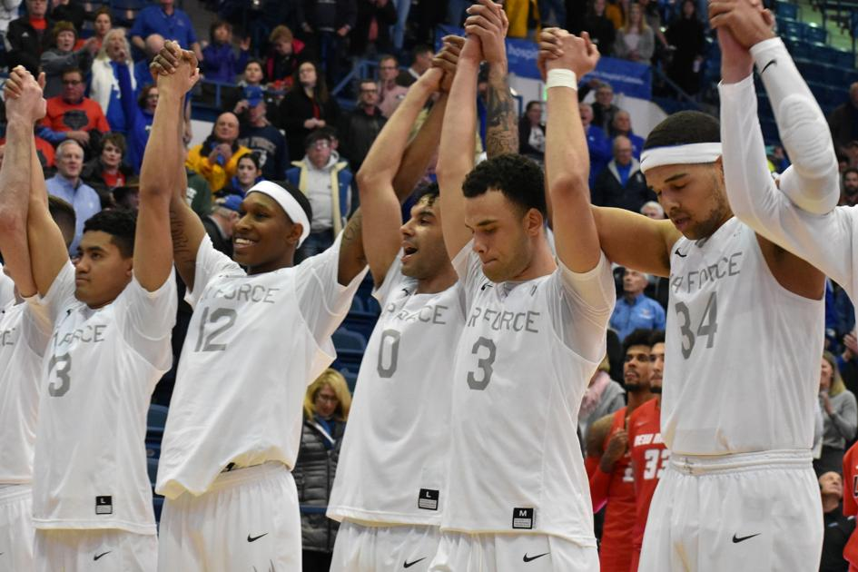 Air Force seniors lead the way in come-from-behind victory over New Mexico to close home schedule