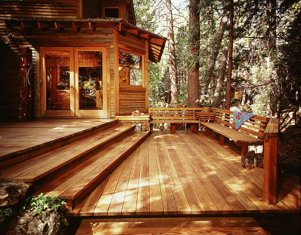 FOUR STEPS TO PREPARE YOUR DECK FOR WINTER