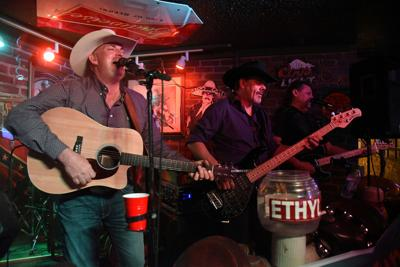 Set List: Jeffrey Alan Band fills the dance floor with country favorites, originals (copy)