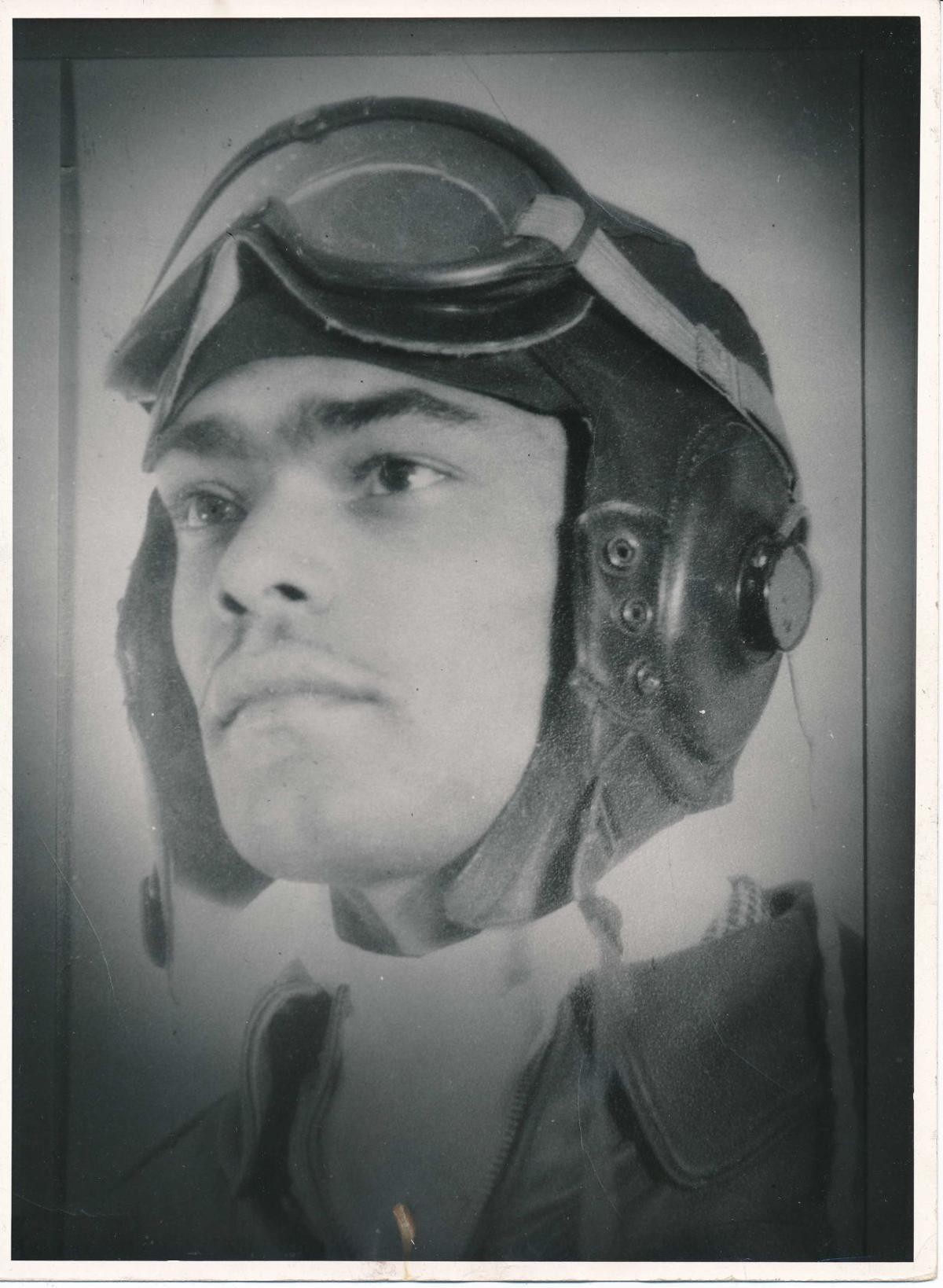 Frank Macon, pilot portrait, Tuskeegee