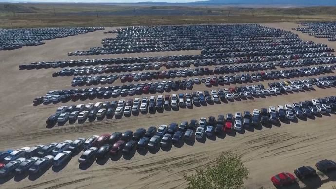 Thousands of VWs parked at Colorado Springs raceway hit the road, ready for resale