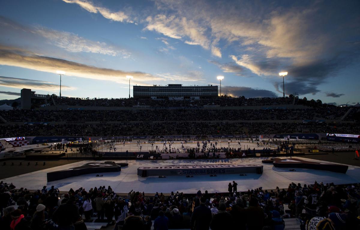 Avs-Kings stadium series