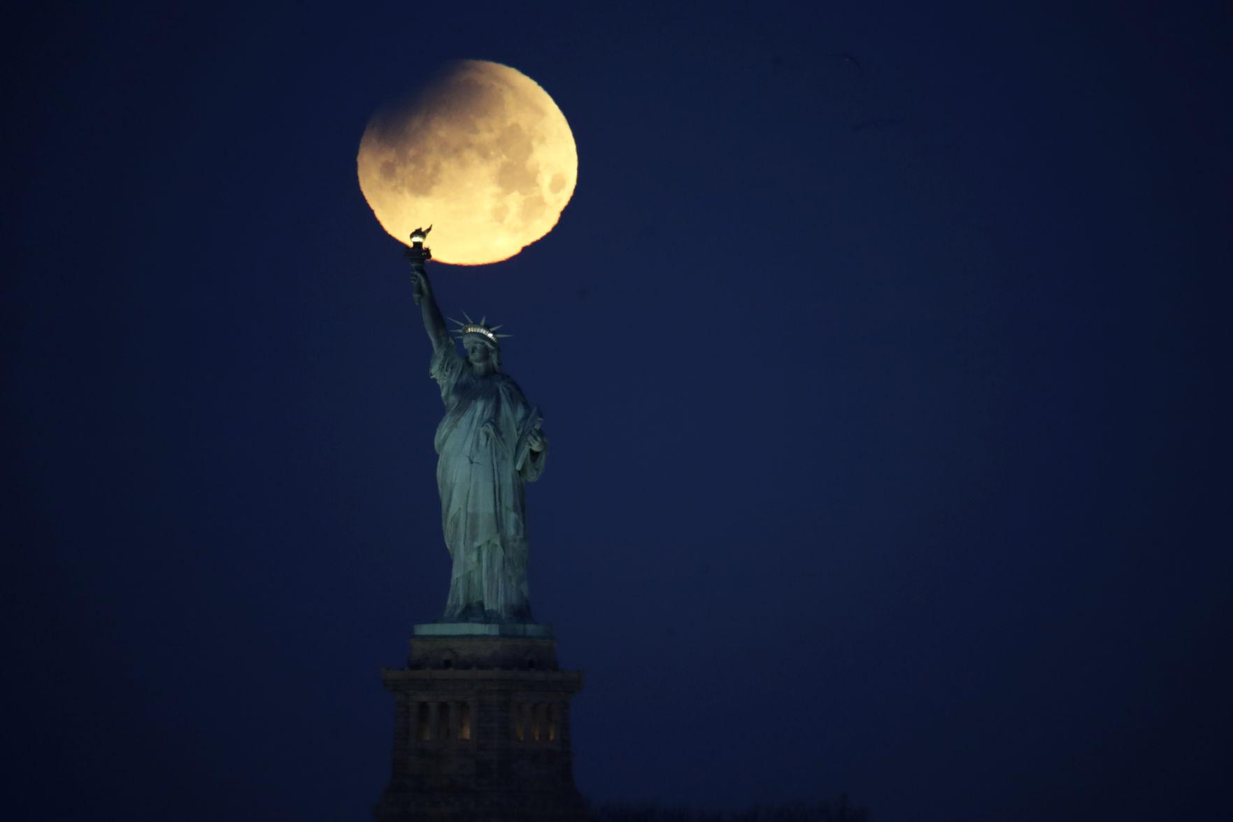 super blue blood moon lunar eclipse images of the rare celestial rh gazette com