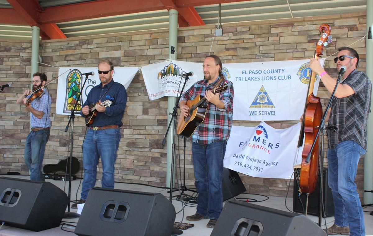 Enjoyin' some Bluegrass at Pickin' on the Divide