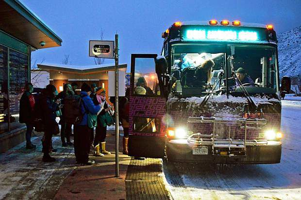 Some resorts left out of new bus service for skiers on I-70