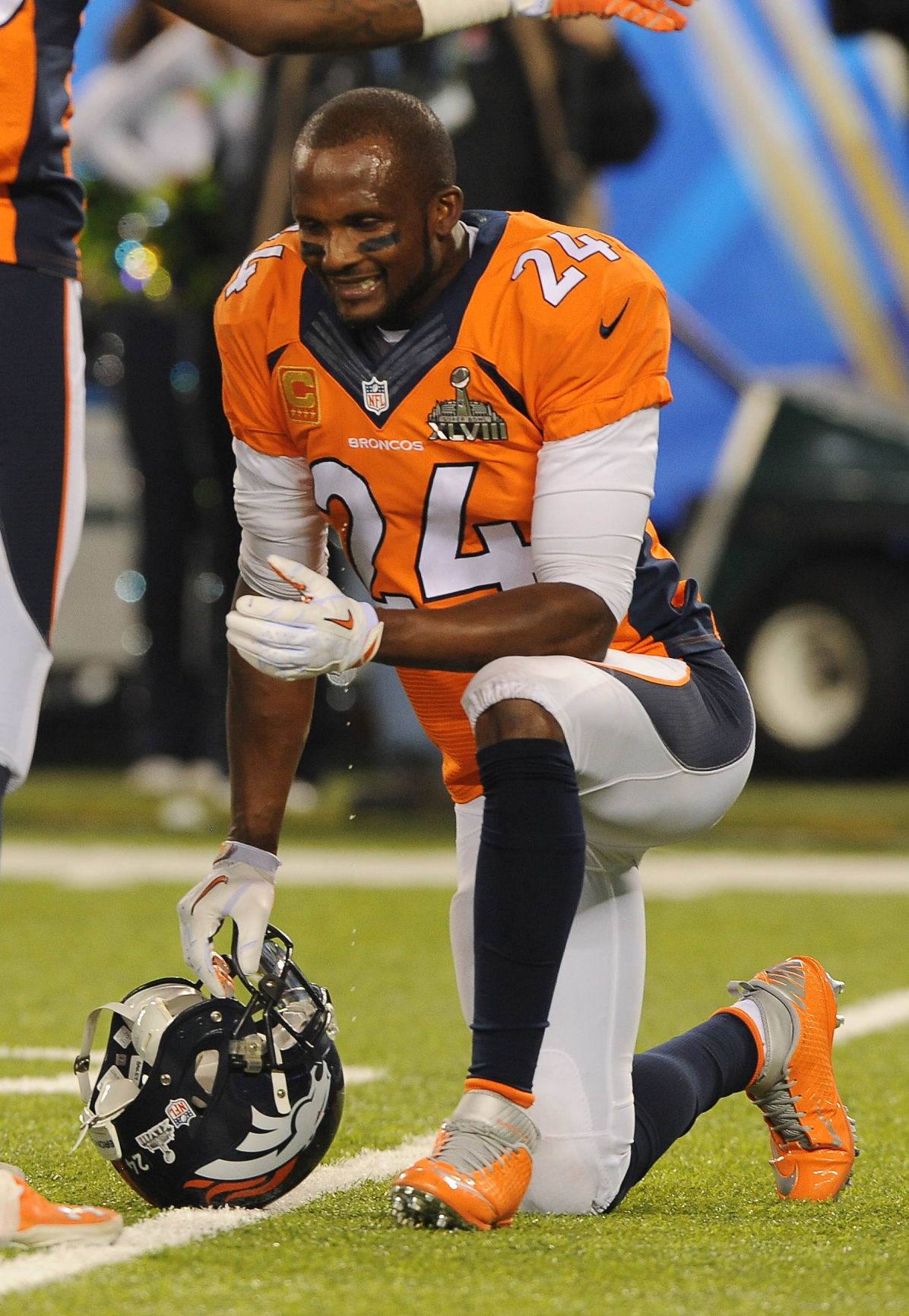 Denvers cornerback champ bailey kneels and grimaces in between plays during  the first quarter jpg 1196x1732 10b8be294