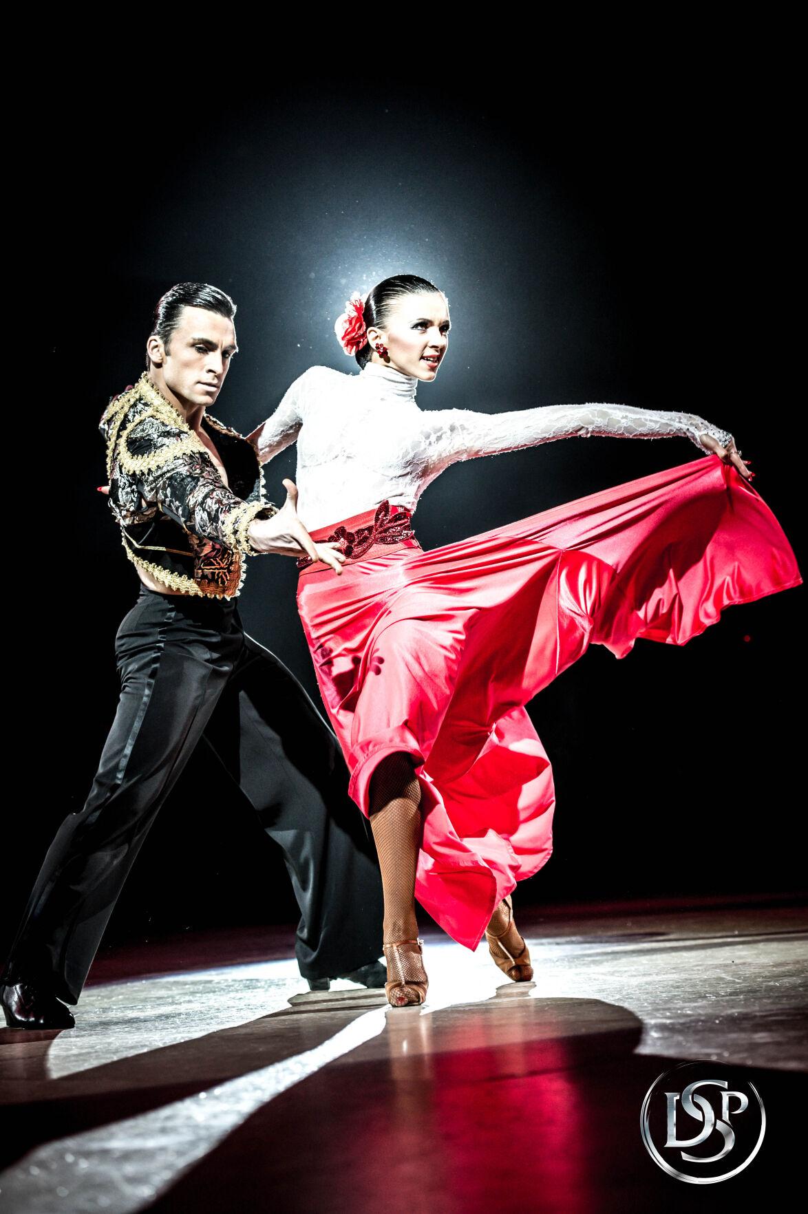 050521-cr-dancers