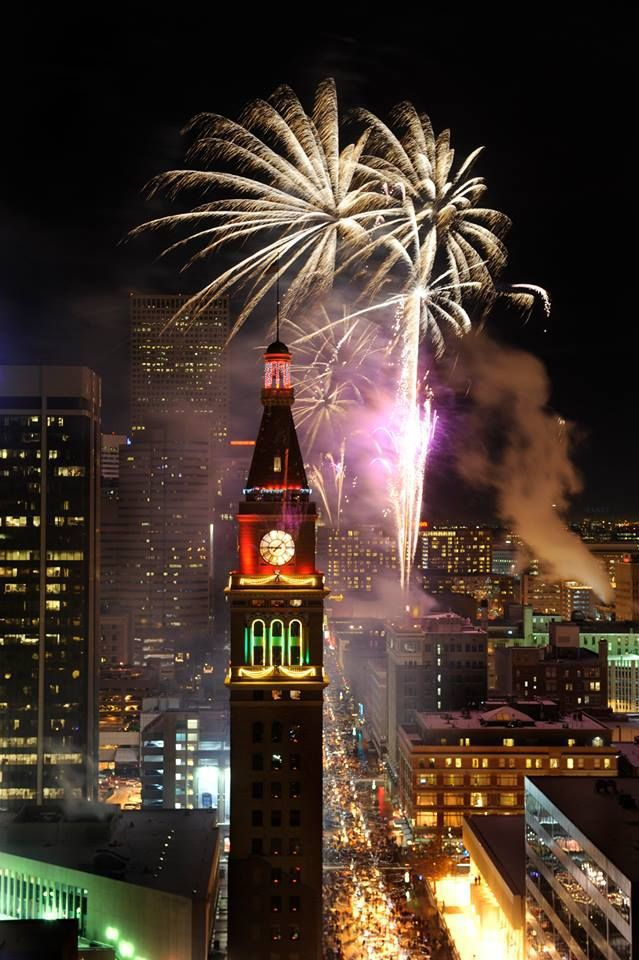The 2015 Denver New Year's Eve fireworks.jpg