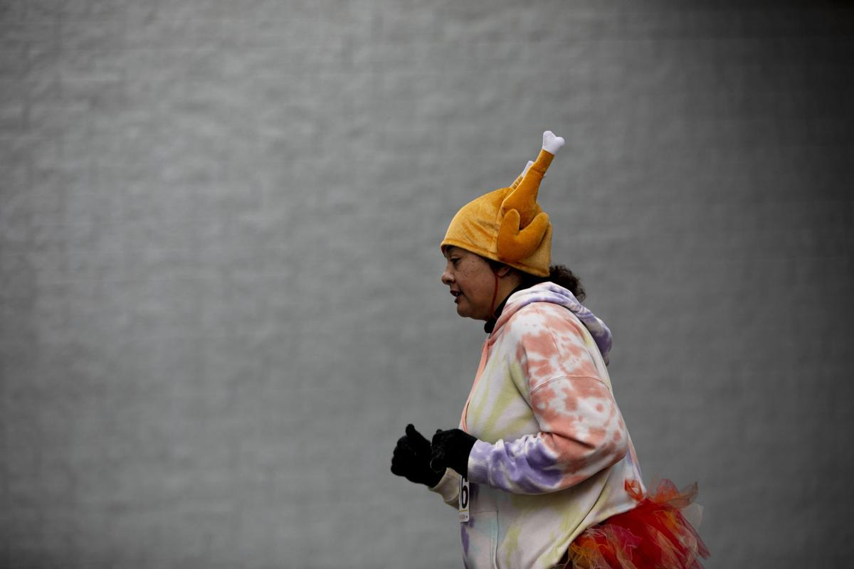 Runners brave Thanksgiving Day cold for 22nd annual Turkey Trot