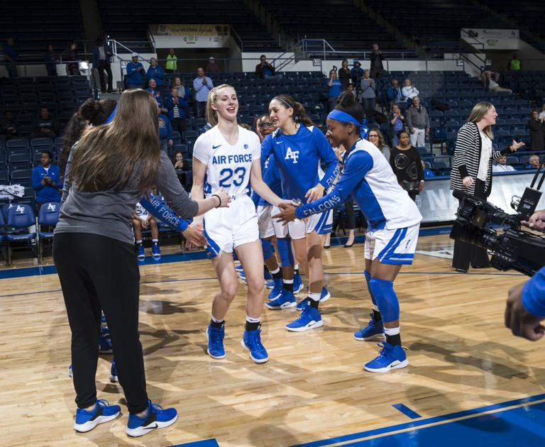 Freshman Riley Snyder possesses skill set not typical for Air Force women's basketball