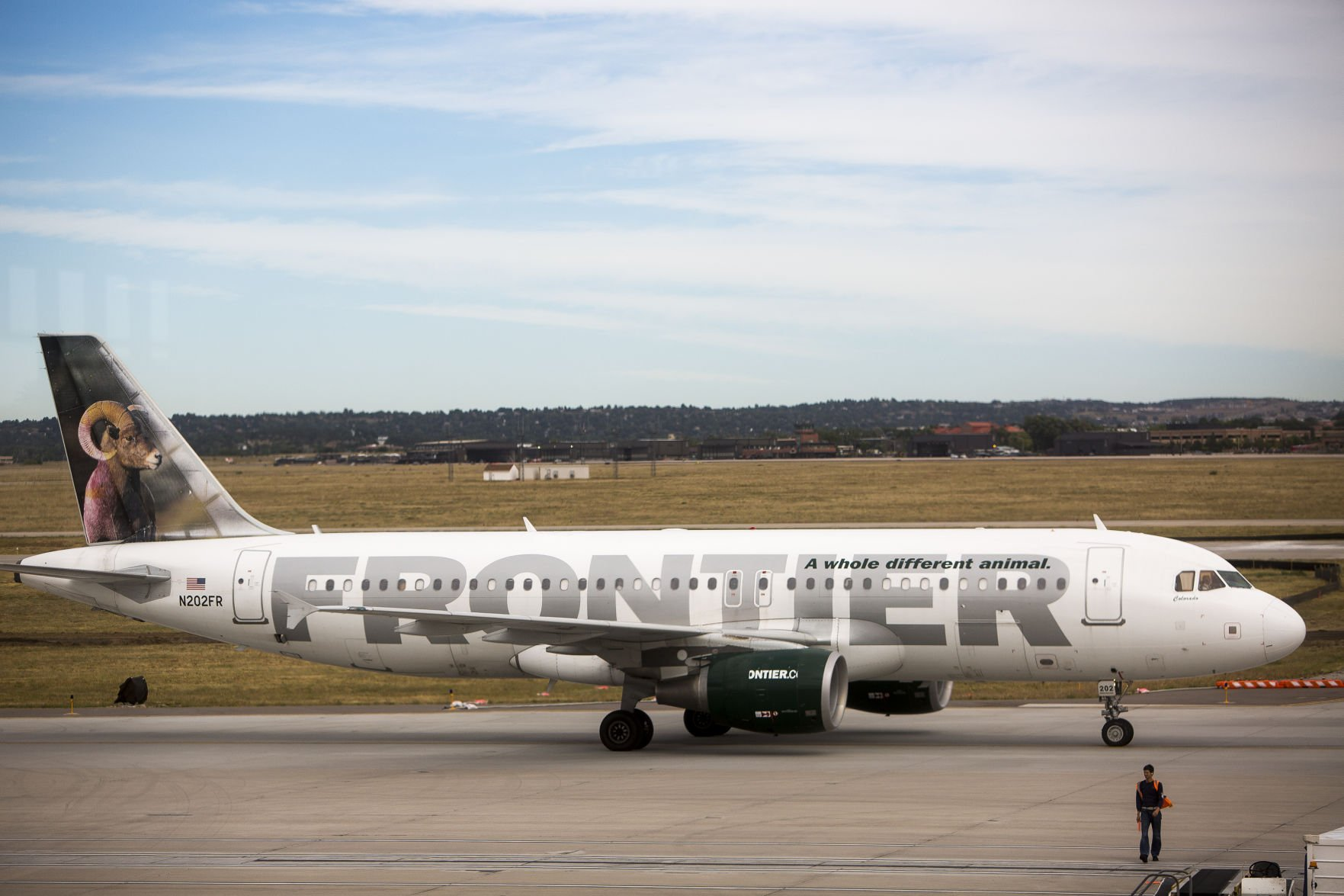 frontier airlines service dog