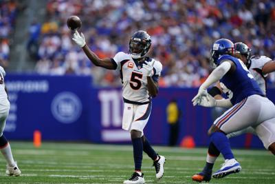 Broncos Giants Football Bridgewater throws left (copy)