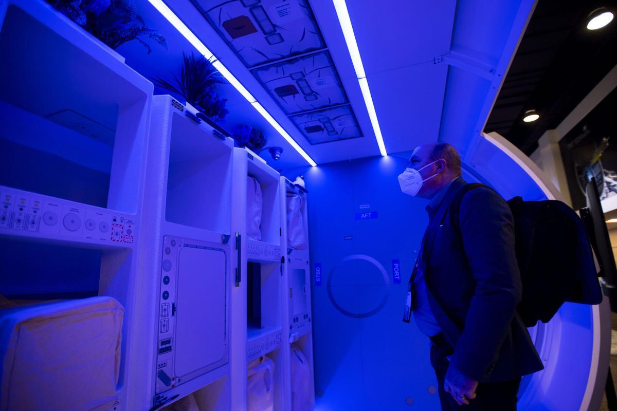 082621-news-spacetourists 02