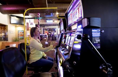 061220-biz-casinoopening 04