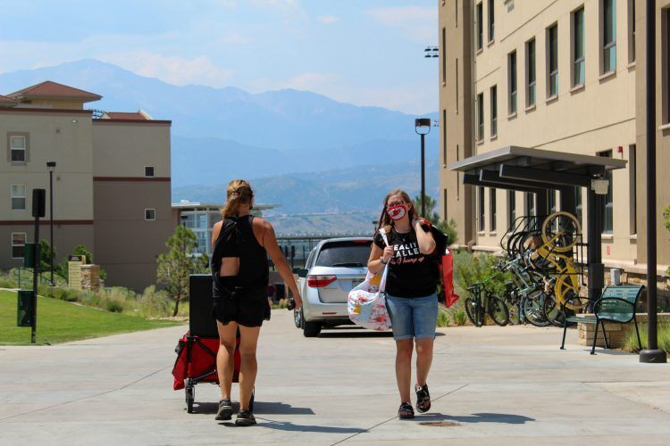 UCCS students move in
