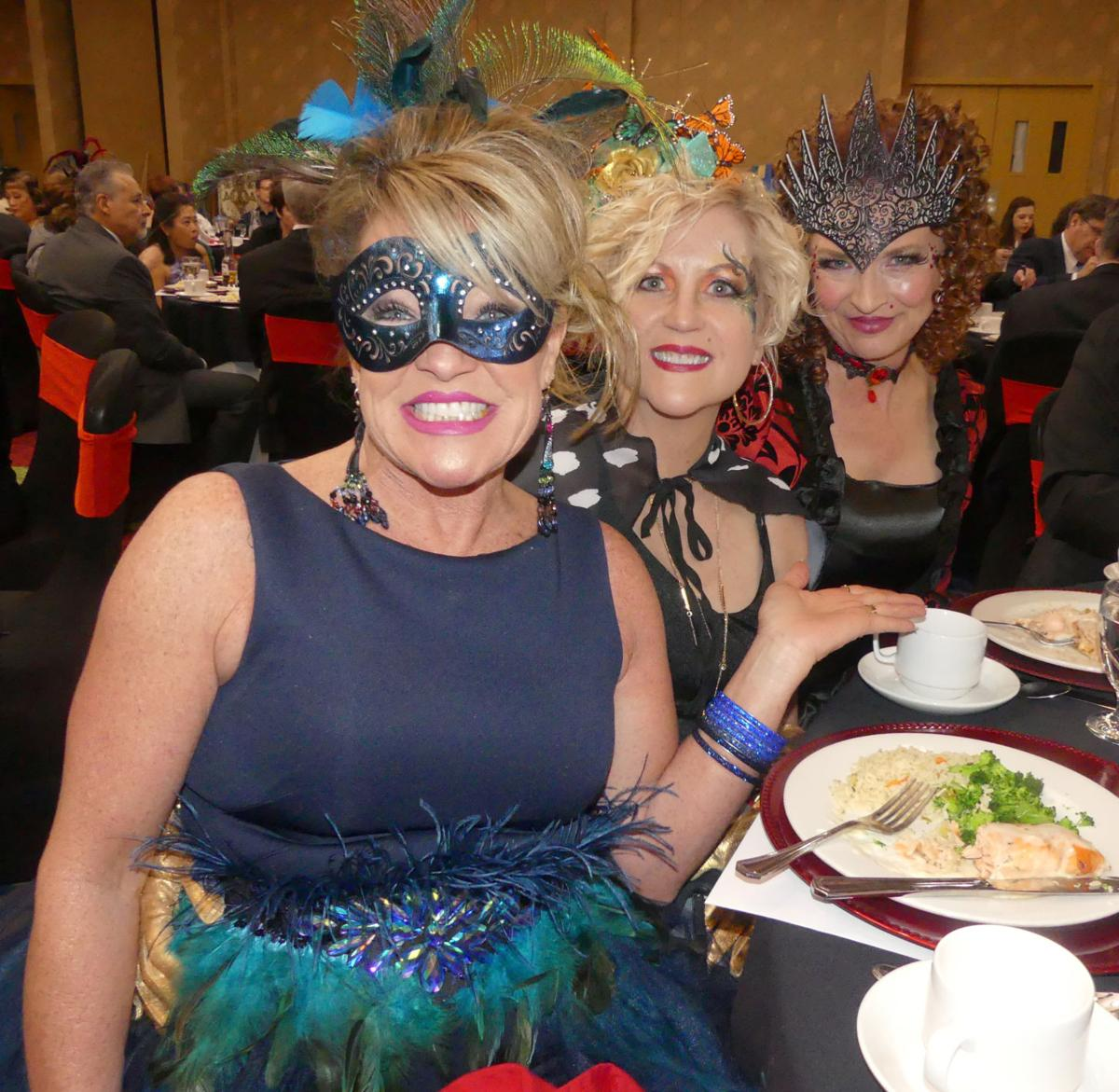 Chorale hosts Monte Carlo Masquerade to fundraise for Normandy
