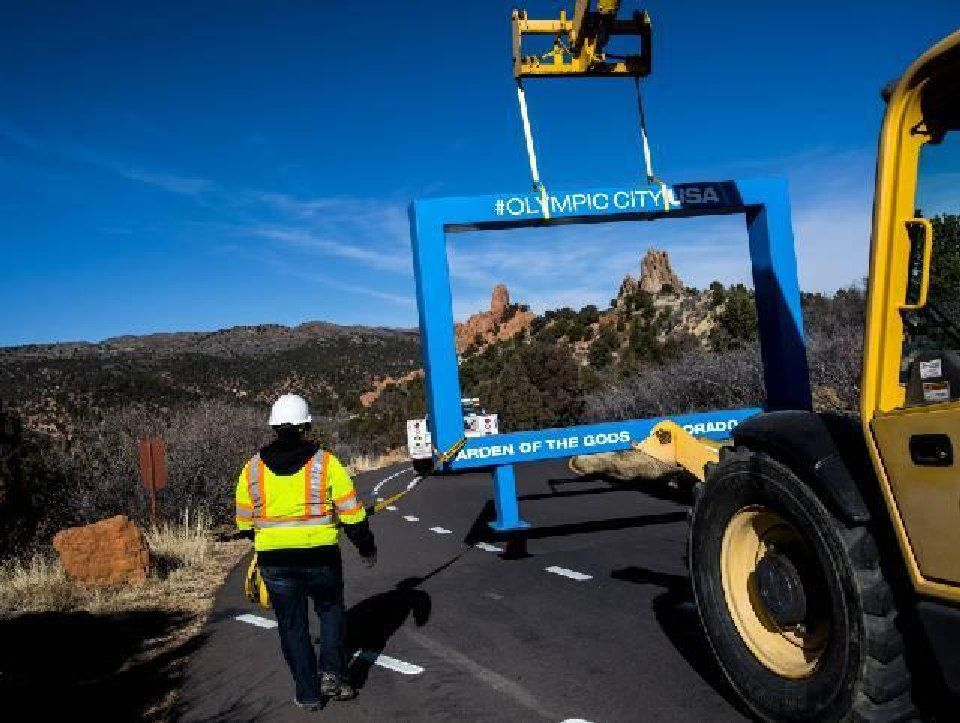 Blue frame at Garden of the Gods removed Monday morning