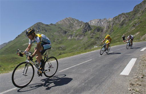 American seven-time Tour de France winner Lance Armstrong, left, and Rinaldo Nocentini of Italy, wearing the overall leader's yellow jersey, right, speed down Tourmalet pass during the 9th stage of the Tour de France cycling race over 160.5 kilometers (10