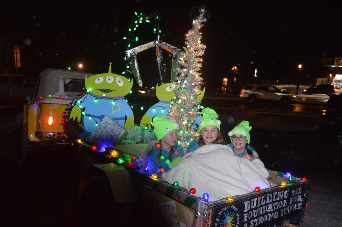 """Woodland Park community heads downtown to celebrate """"Christmas in the Stars"""""""