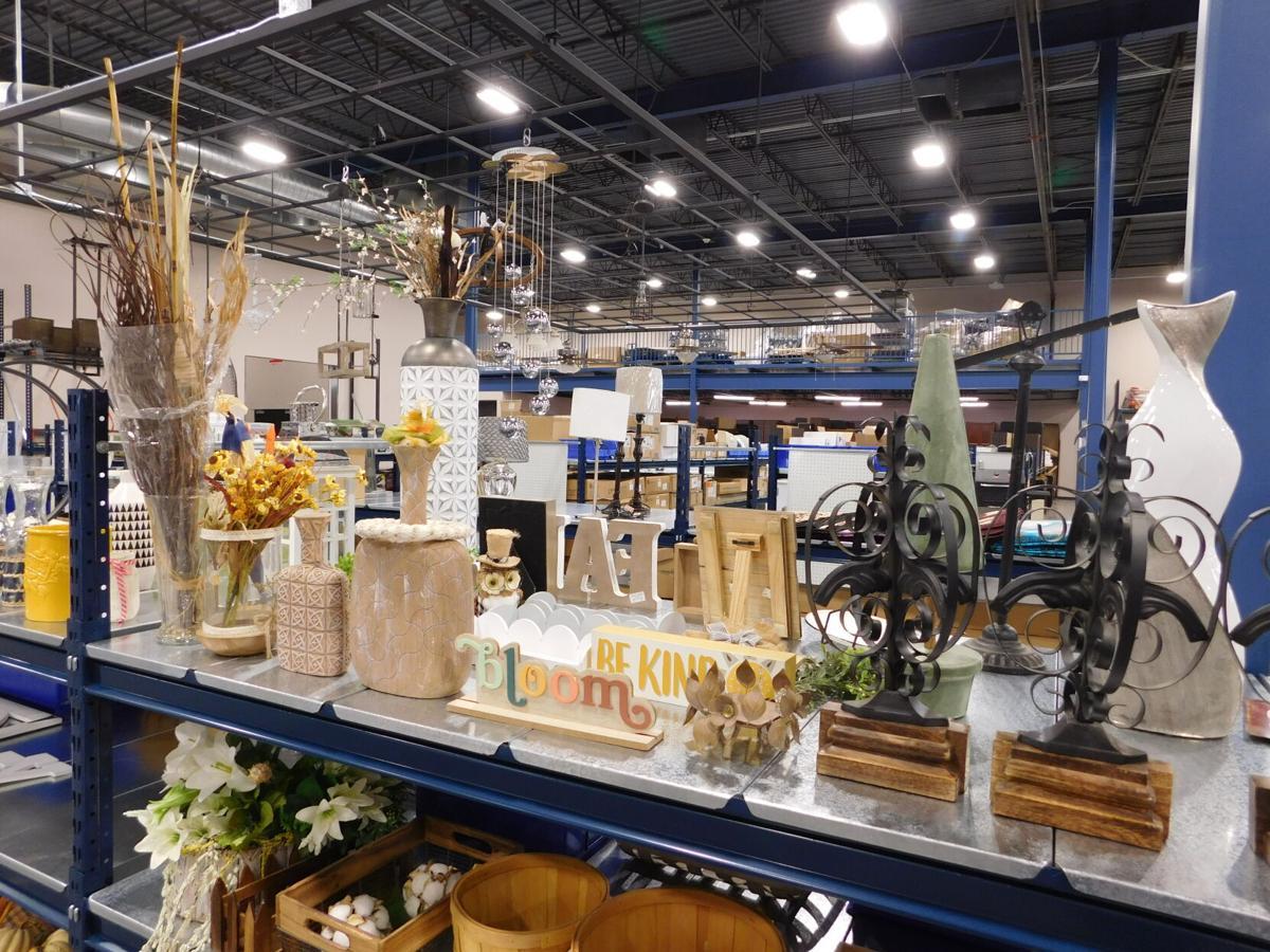 decorative items in ReStore.JPG