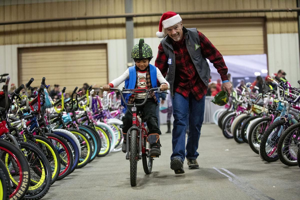 Snapshots: 37th annual Bob Telmossé Christmas Giveaway