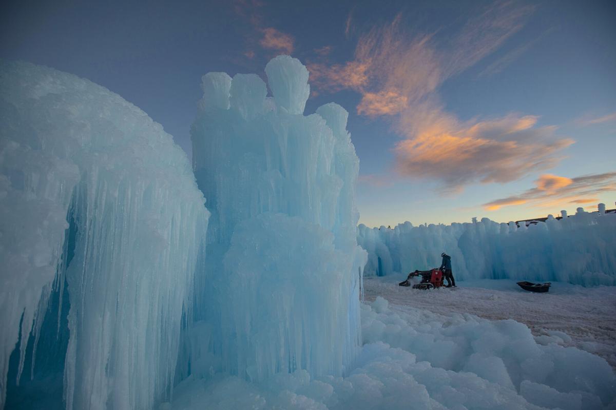 12xx20-news-icecastles 01.jpg