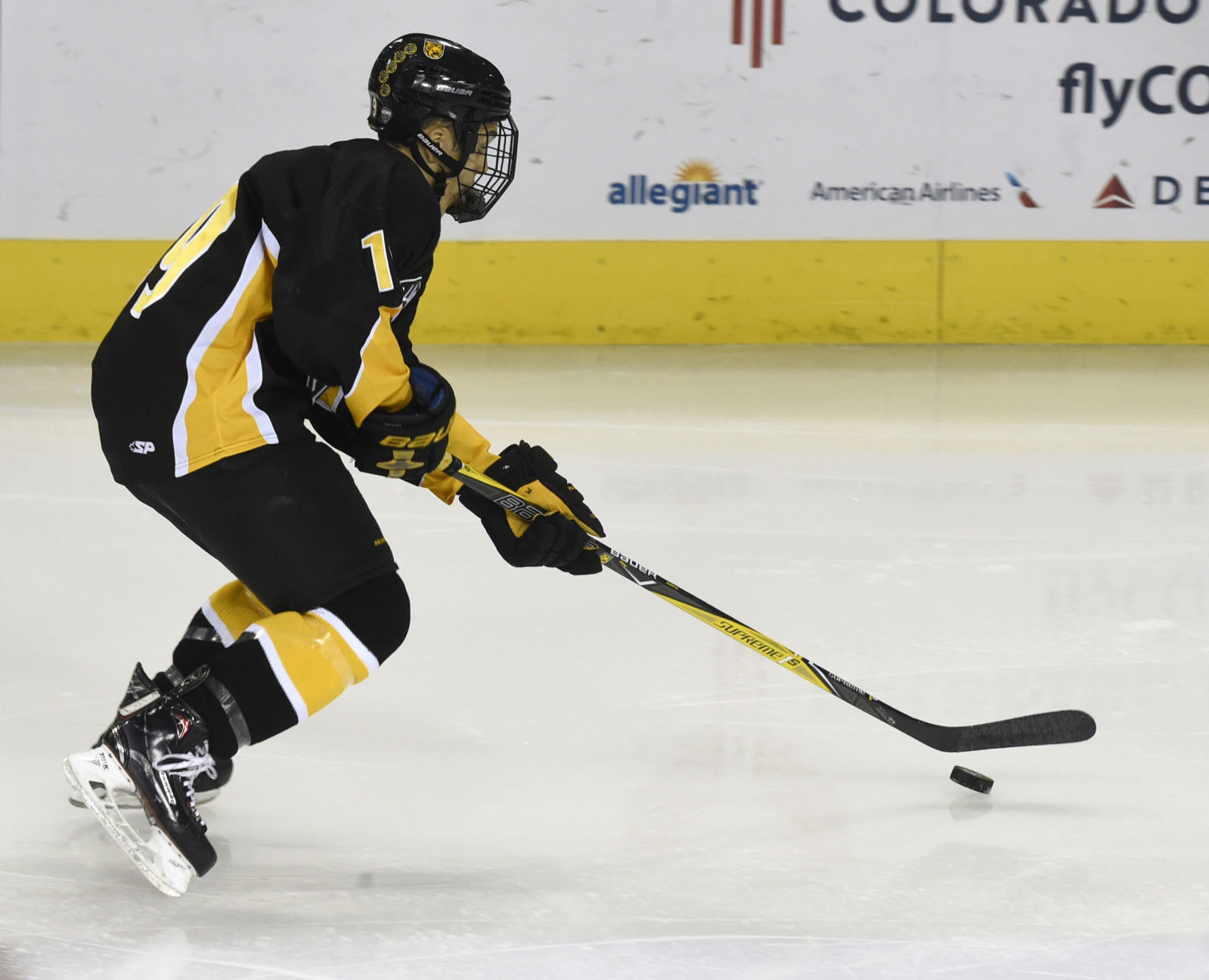 Eight Different Colorado College Tigers Score As They Crush Alaska-Anchorage In Hockey Season Opener
