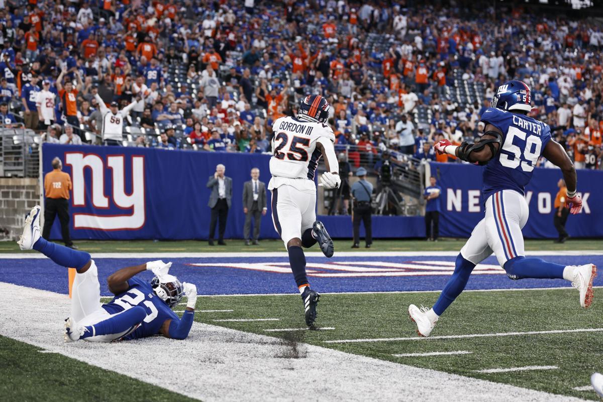 Broncos Giants Football Gordon