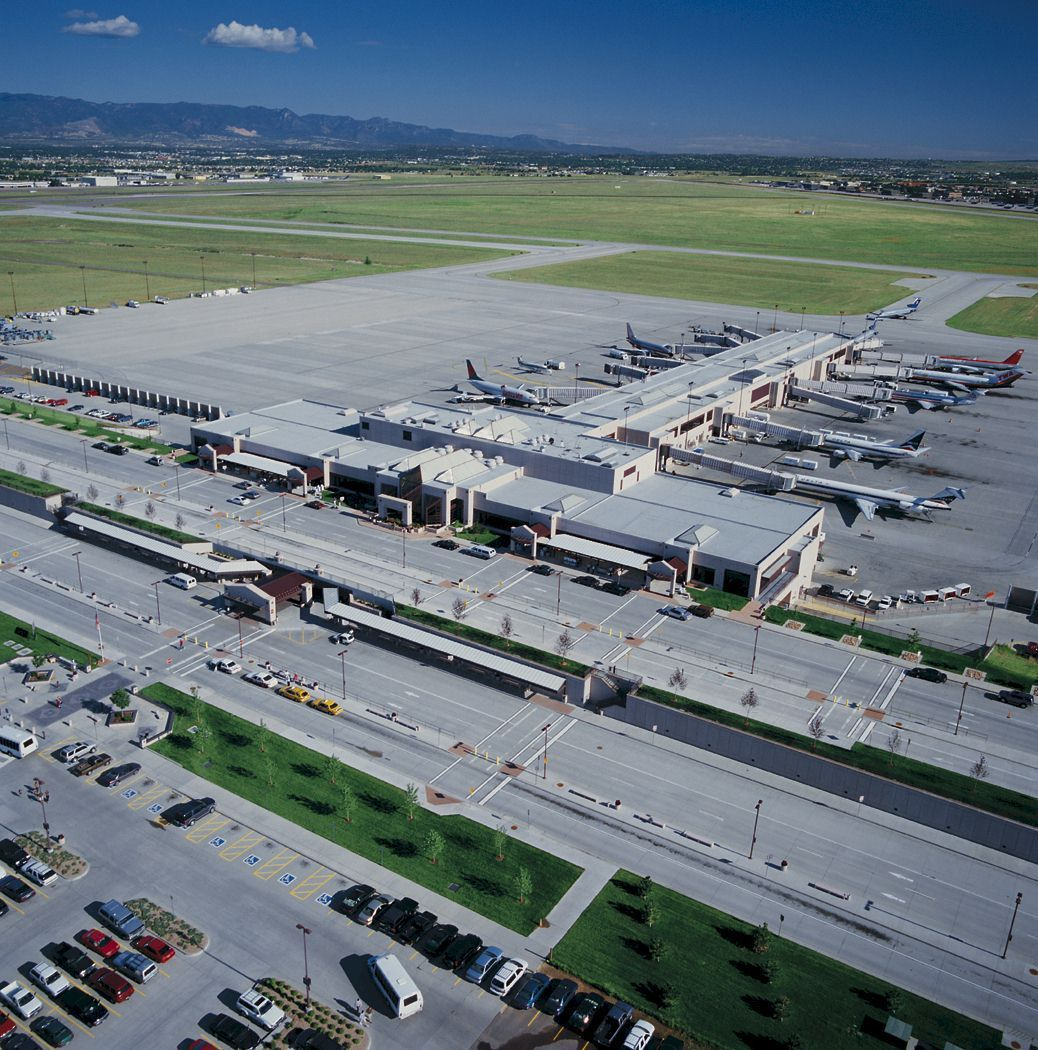 Colorado Airport: Colorado Springs Airport To Offer Free Parking For Holiday