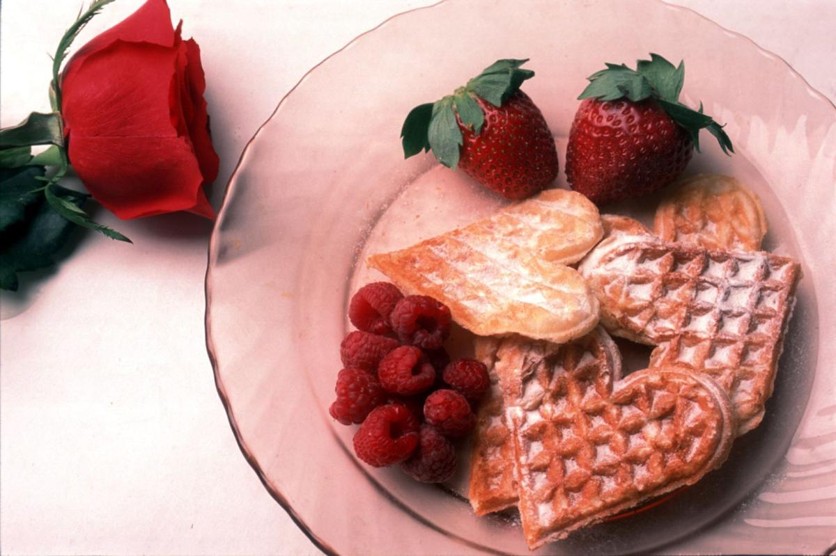2_1_00 L heartshaped food