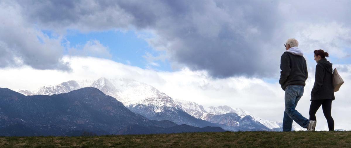 041219-news-pikes peak.jpg