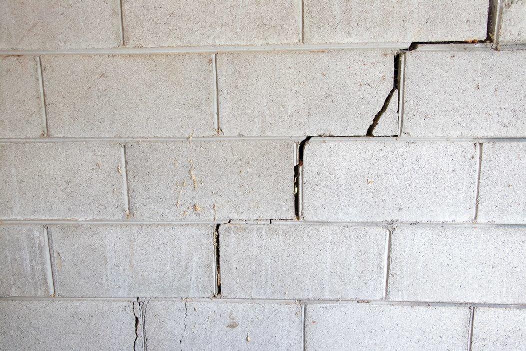 block cracks