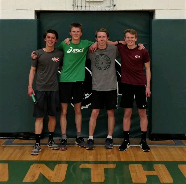 Woodland Park 4x400 and 4x800 relay teams