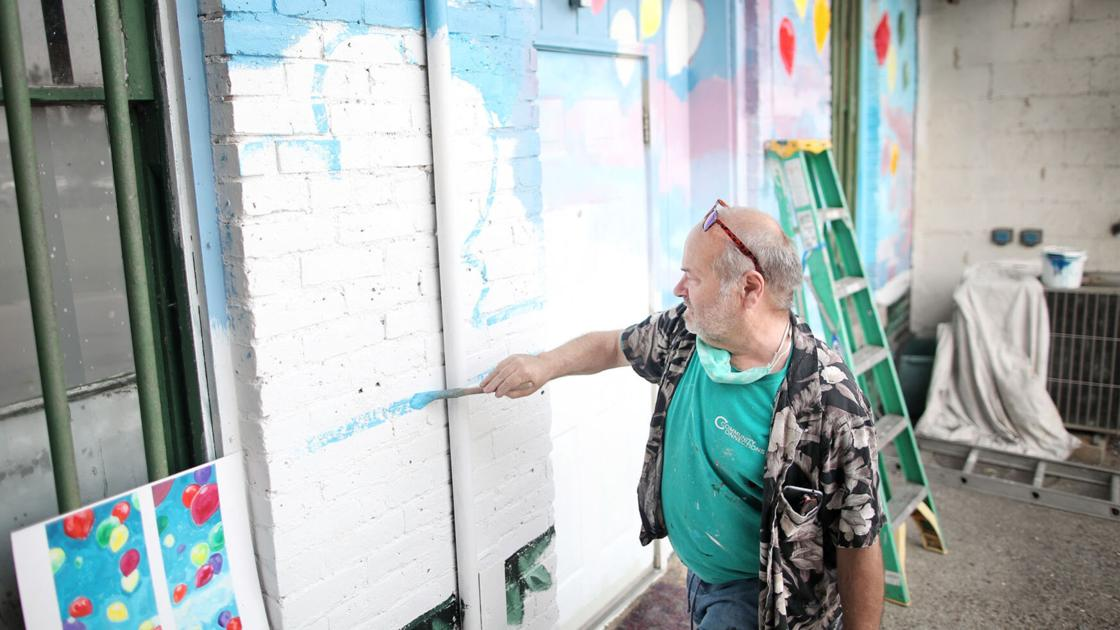 No more doom and gloom: Mural shoots for uplifting thoughts