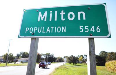 01STOCK_MILTON_SIGN02