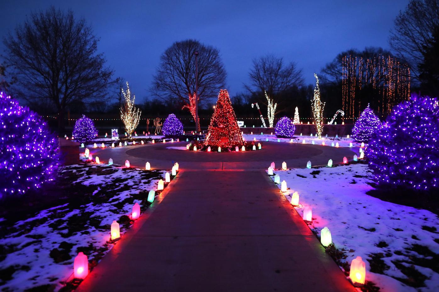 5dd9c96d7b3ae.image - Holiday Light Show Rotary Botanical Gardens December 22