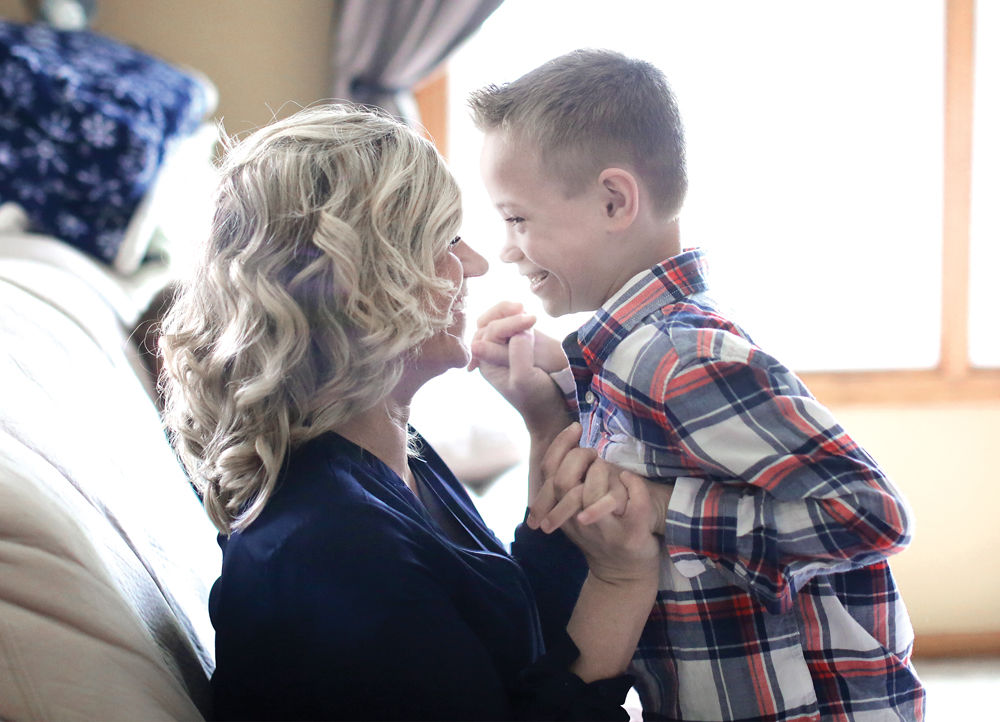 A mother's gift: Stranger to donate kidney to 8-year-old
