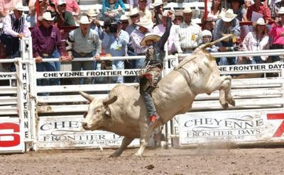 Local bull rider thrills Cheyenne rodeo crowd | Sports